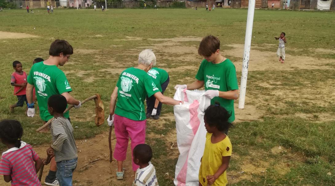 Projects Abroad conservation volunteers in Madagascar help collecting litter in Andasibe.